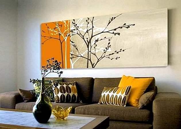 Широкая картина в гостиной