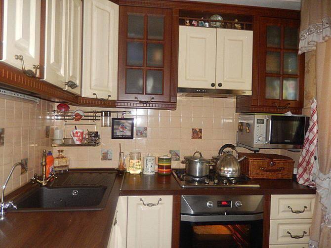 Сочетание коричневого и кремового в интерьере кухни