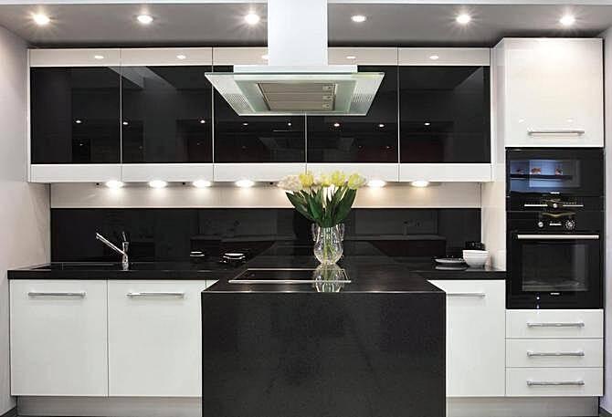 Интерьеры кухонь в стиле хай-тек