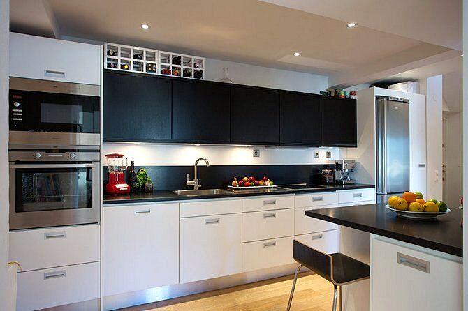 Интерьер маленькой кухни в стиле хай-тек