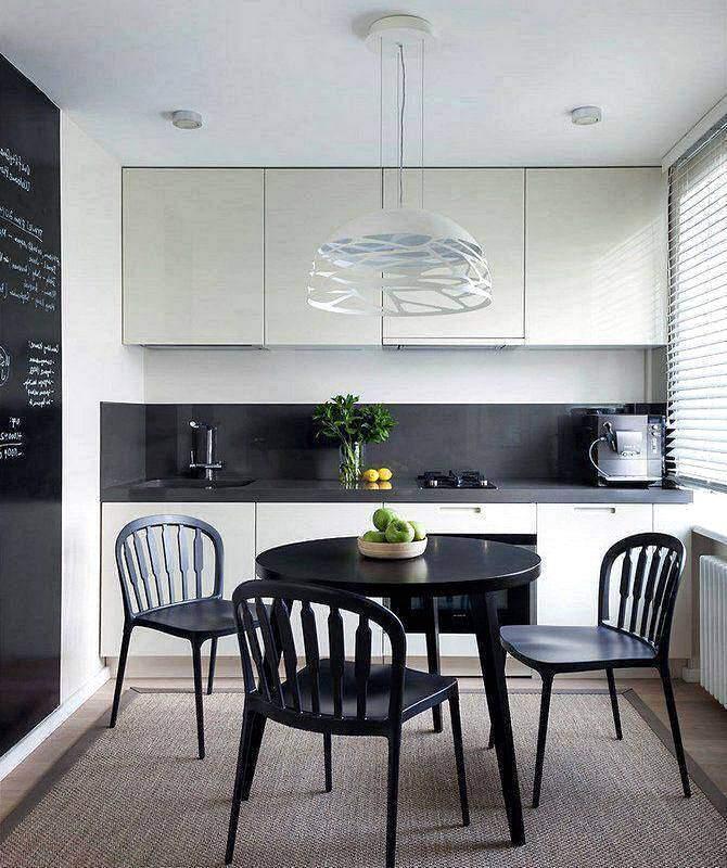 Черно-белый интерьер маленькой кухни