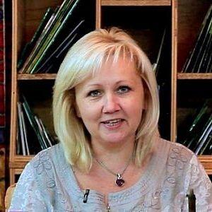 Елена Пивоварова