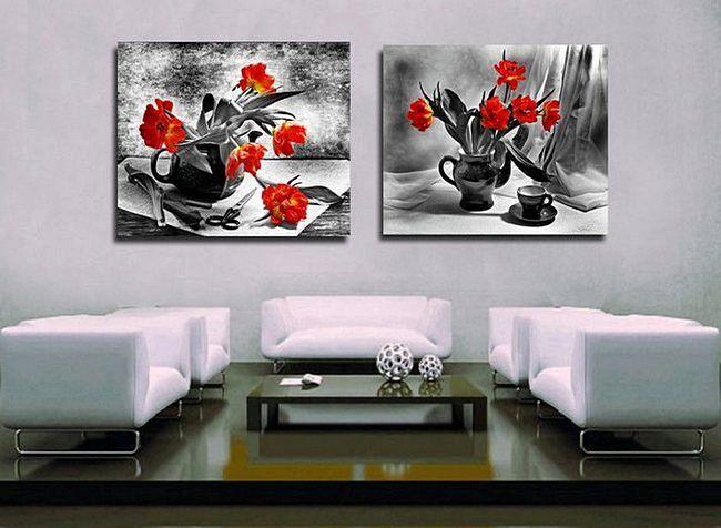 Черно-белая модульная картина в интерьере гостиной