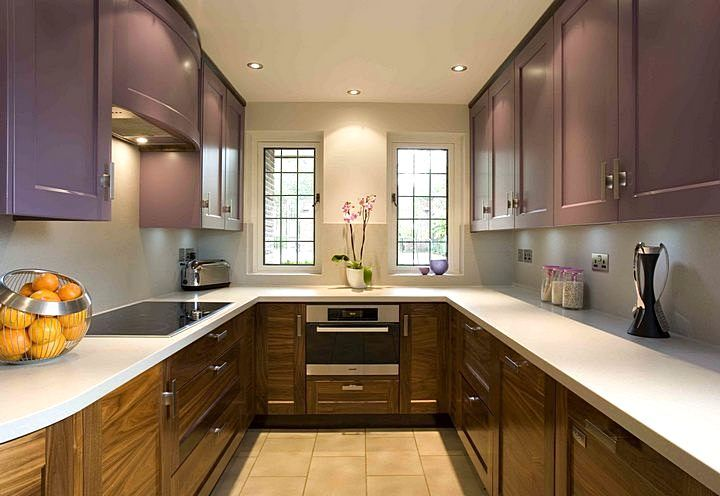 Кухня с сиреневыми шкафами
