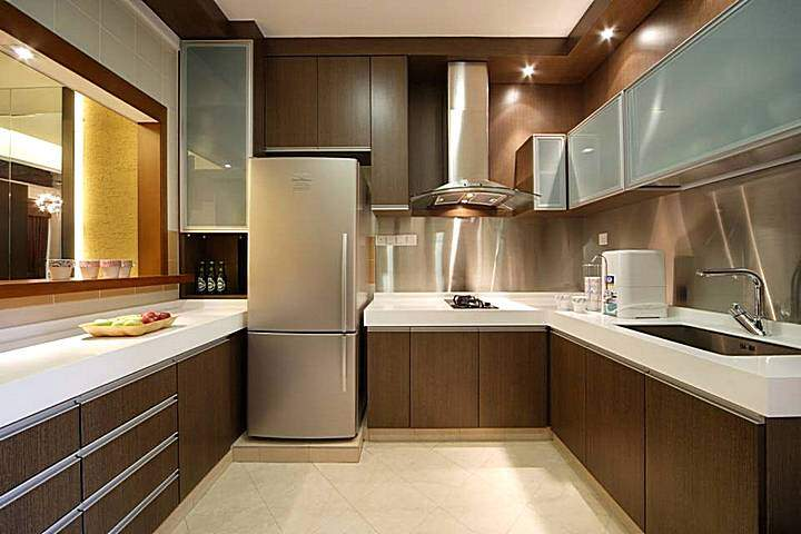 Фото дизайна кухонь с темной отделкой
