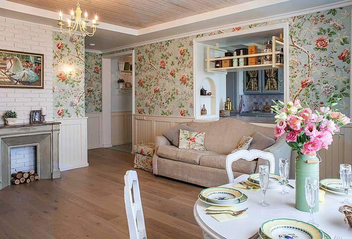 ПЕстрый дизайн интерьера гостиной