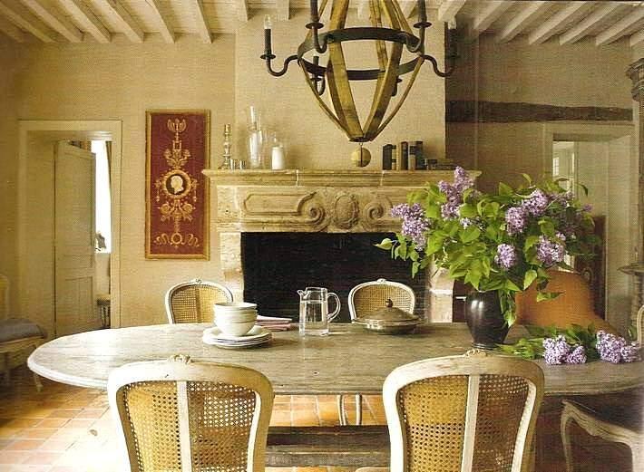 Старинный интерьер комнаты в стиле прованс