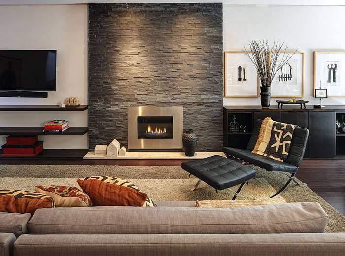 Интерьер гостиной с камином в японском стиле