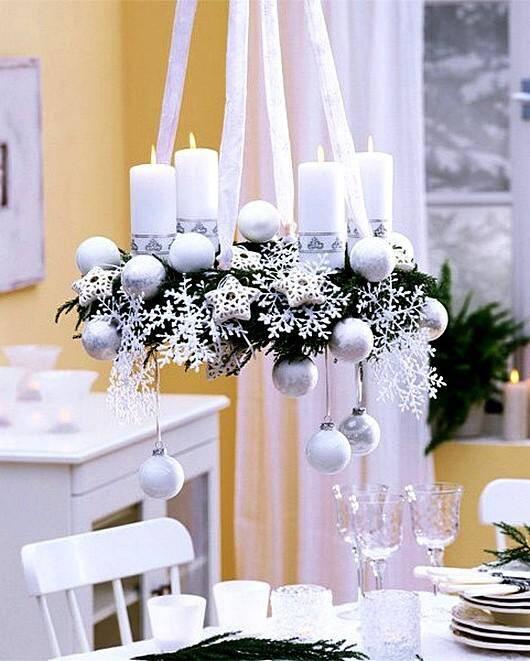 Праздничный венок со свечами