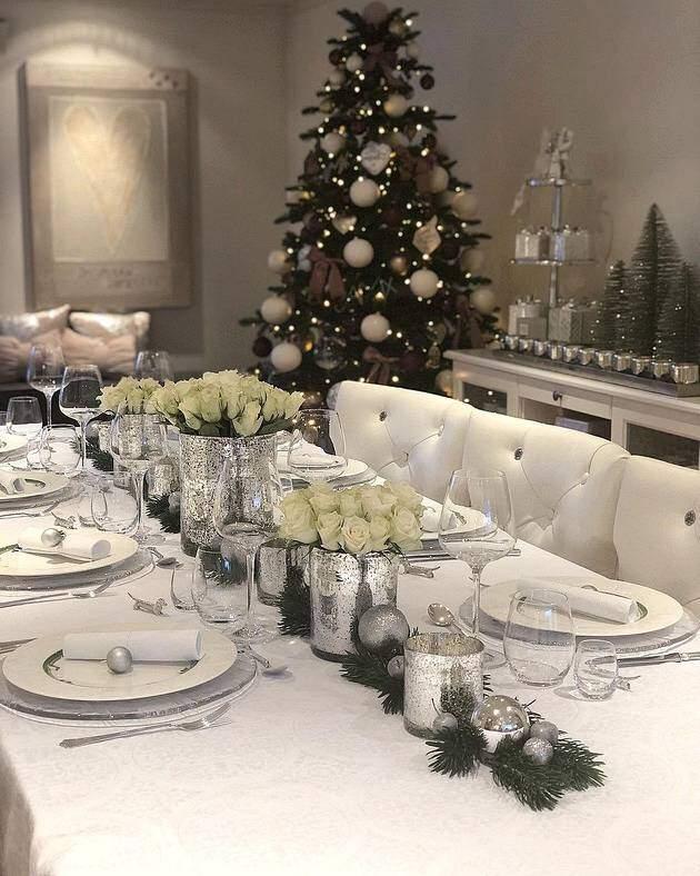 Новогодний стол 2020 с серебряной посудой