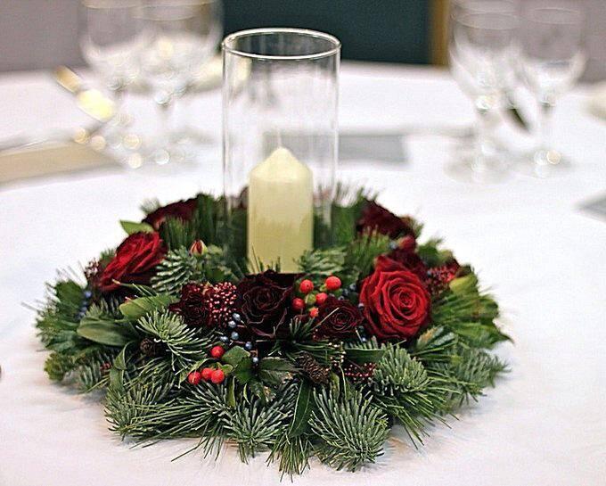 Венок с новогодней свечей в стакане
