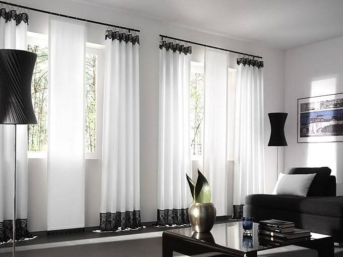 Комбинированные черно-белые шторы для зала