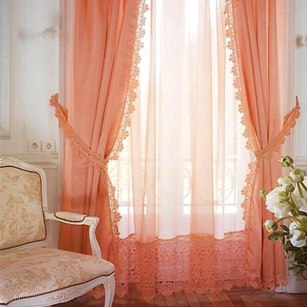Нежные шторы цвета мускусной дыни для зала