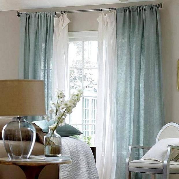 Нежно-голубые шторы из льна