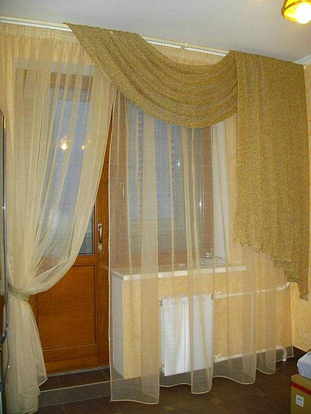 Шторы для гостиной с балконом