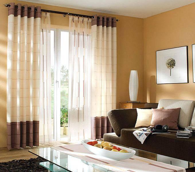 Нежные комбинированные шторы в гостиной