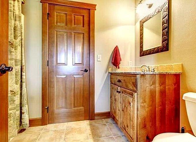 Лакированные двери для ванной комнаты