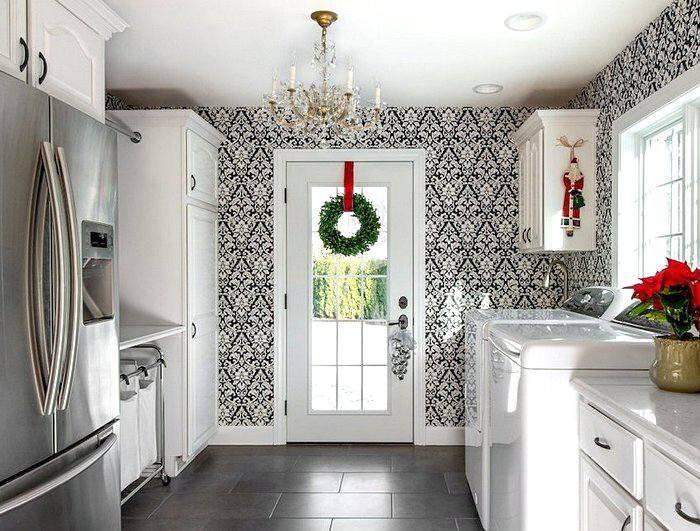 Черно-белые обои на кухне