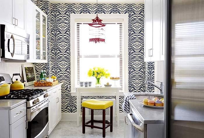 Черно-белые обои в интерьере кухни