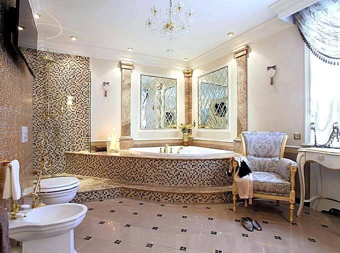 Большая угловая ванна в интерьере ванной комнаты