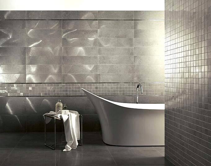 Плитка в ванной с имитацией металла