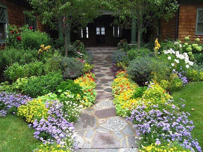 Ландшафтный дизайн с садовой дорожкой