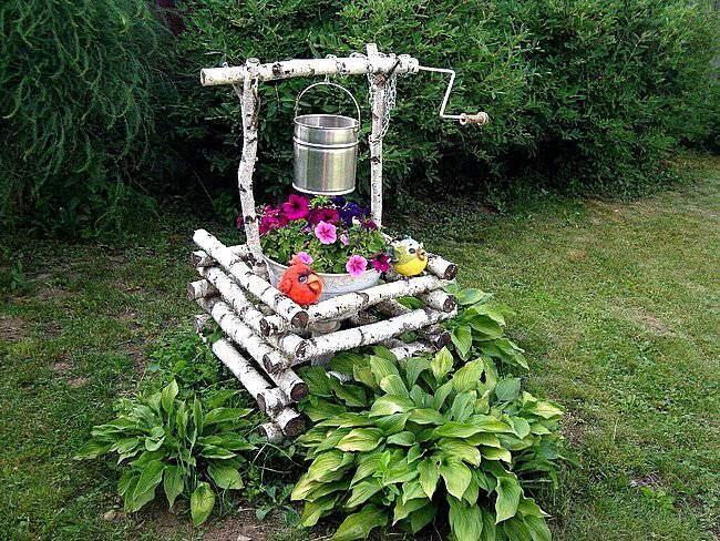 Садовые фигуры. Колодец из березовых поленьев