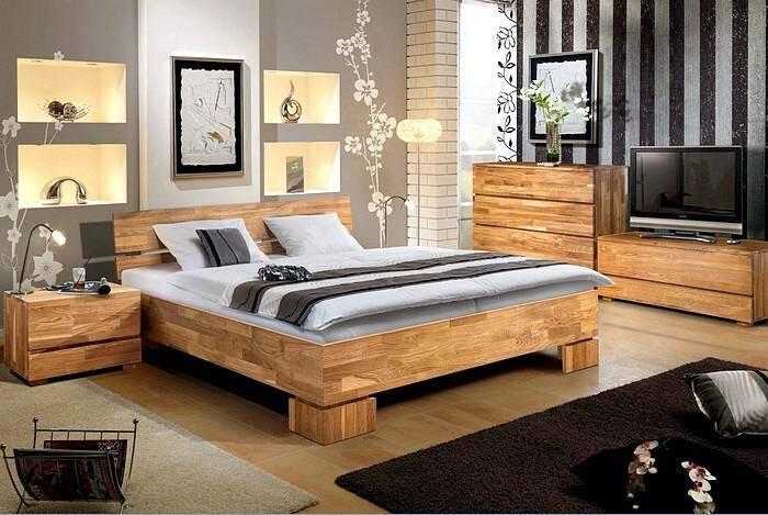 Мебель в спальной комнате из натурального дерева