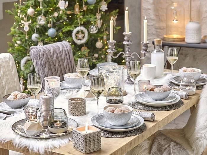 Как украсить елку на 2021 год, накрыть стол и встретить гостей