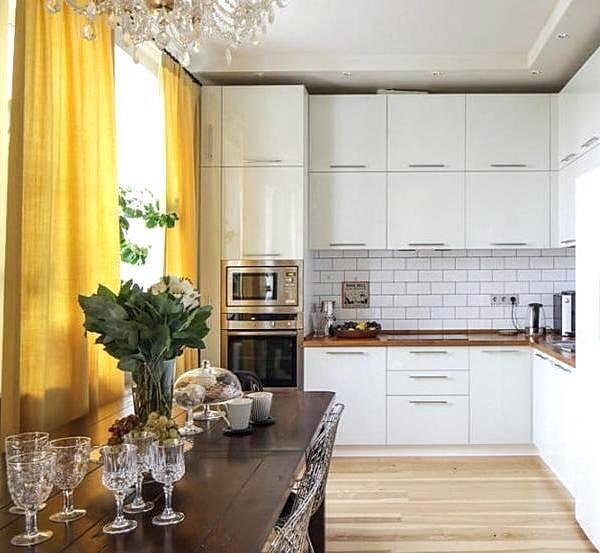 Желтые шторы для современной кухни