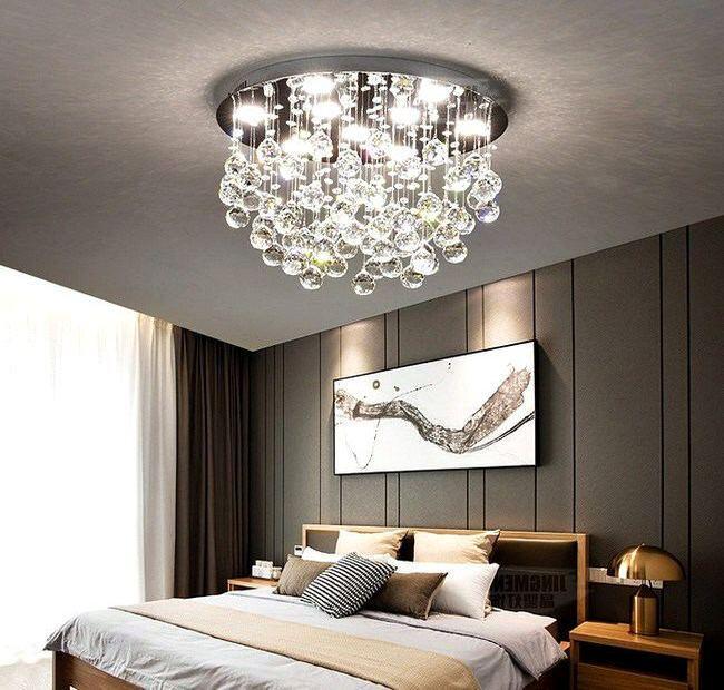 Люстра в современной спальне