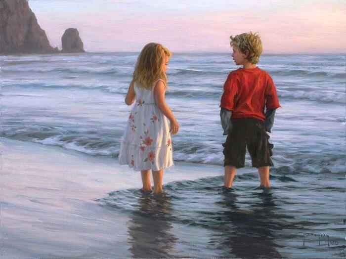 Брат с сестрой у моря