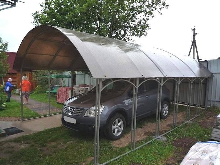 Навес для машины из коричневого поликарбоната
