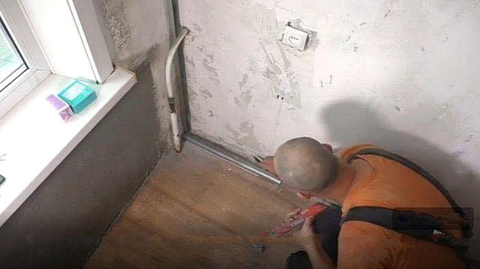 Крепление алюминиевого профиля по периметру стены