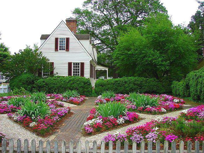 Красивые цветники на даче