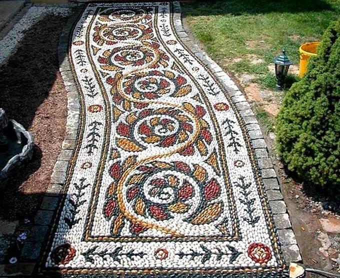 Красивые садовые дорожки с мозаикой из гальки
